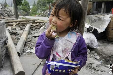 Zemětřesení udělalo sirotky z tisíců čínských dětí