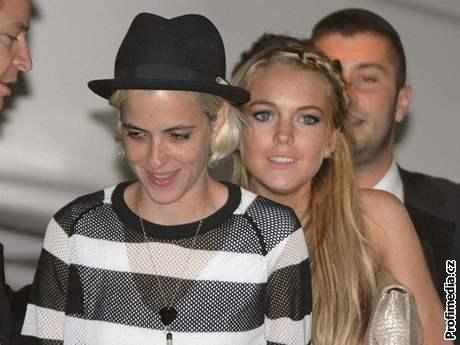 Lindsay Lohanová a Samantha Ronsonová v Cannes