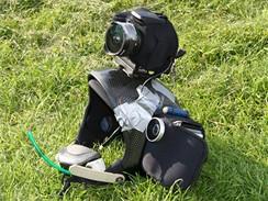 Upravená helma s fotovýbavou