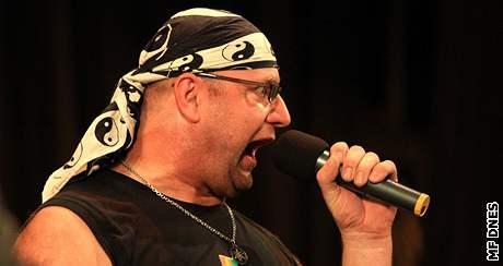 Jiří Zonyga si v Brně po 17 letech zazpíval ze skupinou Taxi
