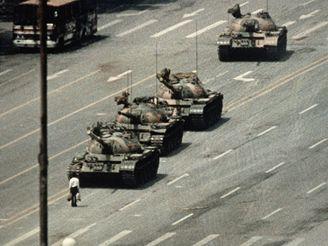 Pekingské náměstí Tchien-an-men v době protestů v roce 1989