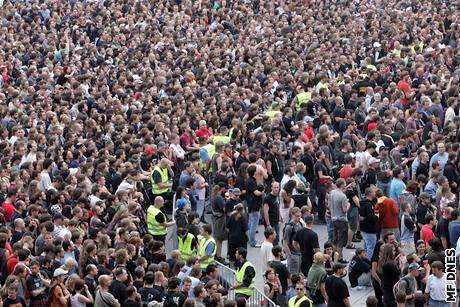 Koncert kapely Metallica - vyprodaný stadion