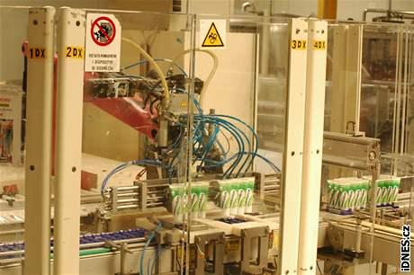 Výroba zubní pasty Signal v závodě ve slovenských Levicích