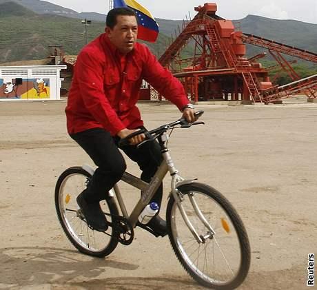 Hugo Chavez na kole