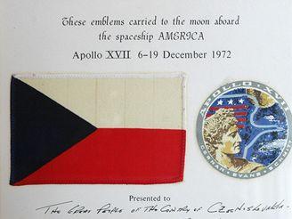 Vlajka, kterou Eugene A. Cernan měl na Měsíci (18. června 2008)
