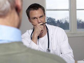 Mužům nad padesát let by měl lékař na  prohlídce nabídnout krevní test na karcinom prostaty.