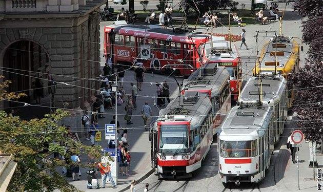 Stávka odbor� v Brn�: Tramvaje hodinu nejezdily