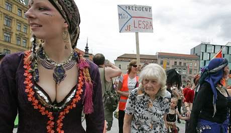 Účastníci Queer pochodu na námětí Svobody v Brně
