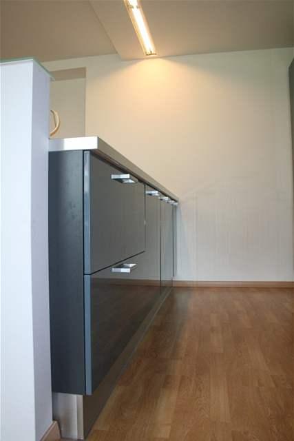 Kuchyňská linka v barvě šedé