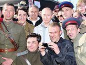 Vladimir Putin s herci z Michalkova filmu Unaveni sluncem 2
