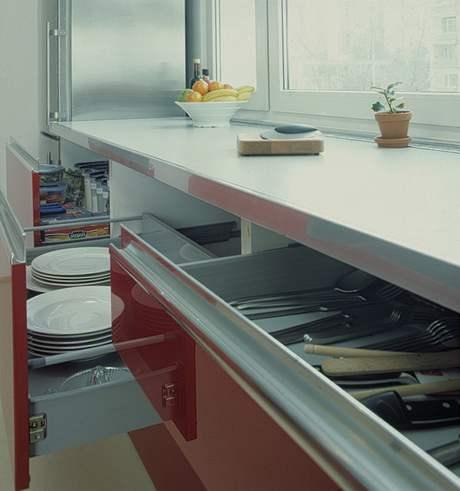Plnovýsuvy postačí pro spoustu nádobí