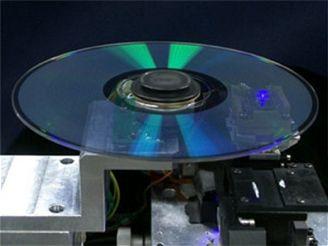 Upínací mechanismus Blu-ray mechaniky