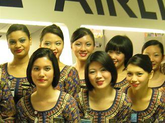 Budoucí letušky Singapore Airlines s autorem reportáže
