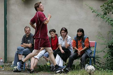 Prvoligoví fotbalisté sehráli v Brně přátelské utkání s bezdomovci