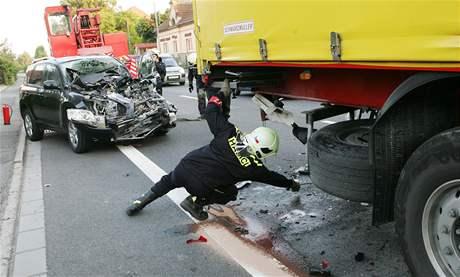 Devítiletou dívku odvezl od nehody v Hrušové do nemocnice vrtulník.
