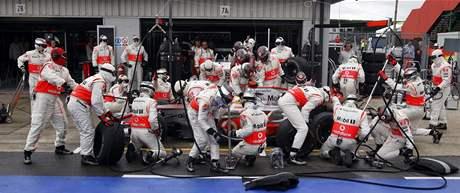 Lewis Hamilton v boxech: výměna pneumatik