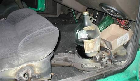 Policejní dýmovnice v autě
