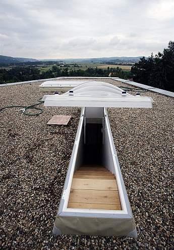 Výstup na střechu a úžasný výhled do údolí