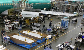 Tov�rna Boeing - mont� klapek