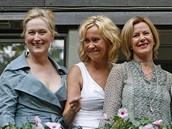Členky skupiny ABBA Agnetha Faltskog a Anni-Frida Reuss (vpravo) s herečkami Meryl Streep a Christine Baranski