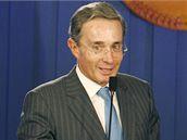 Prezident Uribe na tiskové konferenci po osvobození Ingrid Betancourtové (3. července 2008)