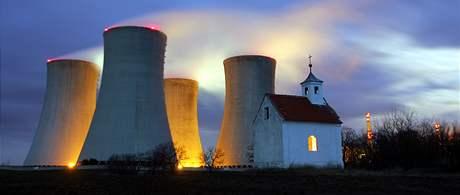 Chladící věže jaderné elektrárny v Dukovanech
