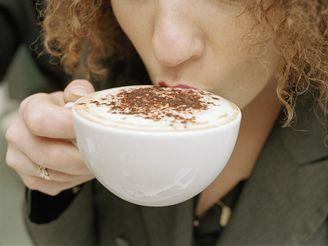 Pokud po vypití kávy nedoplníte tekutiny, dostaví se únava.