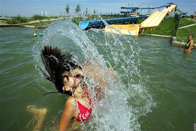 Jezero Michal je oblíbeným koupali�t�m. Na pozemcích nedaleko jeho b�eh� mo�ná u� zanedlouho vyrostou nové domy.