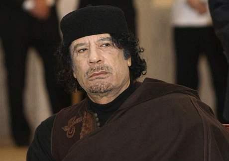 Syna kaddáfího viní z týrání služebnictva, propustili ho na