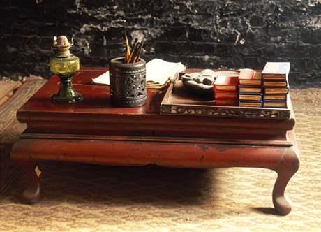 Tradiční čínský stolek