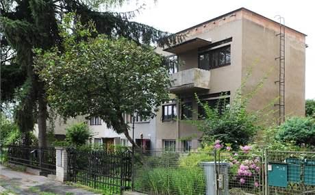 D�m, kter� navrhl slavn� architekt Fuchs, si majitel upravuje podle sebe