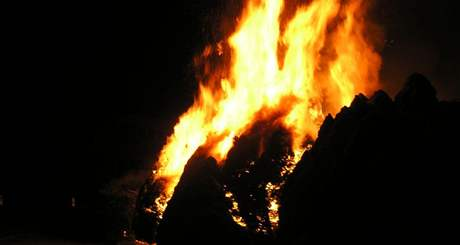 Požár okrasných keřů v Boskovicích
