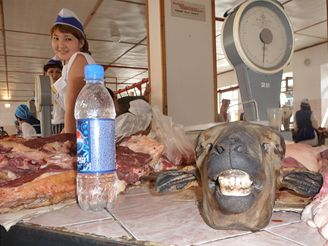 Trh s masem v kazašském Oralu