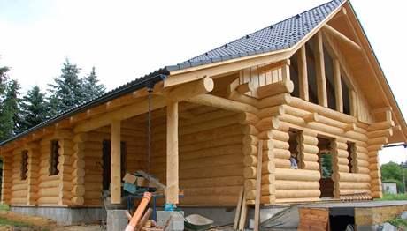 Dřevo si sedá přibližně tři roky