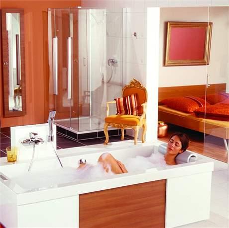 K pohodlí patří i hlavové opěrky ve vaně