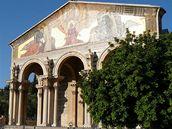 Jeruzalém, Olivetská hora.  Na úpatí Olivetské hory se rozkládá Getsemanská zahrada, kde podle legendy zatkli Ježíše. V zahradě stojí jeden z nejkrásnějších jeruzalémských svatostánků - kostel všech národů.