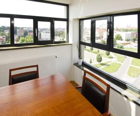 Okna umožňují příčné větrání, proto se tento prostor obejde bez klimatizace