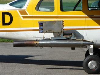 Cessna nesoucí zdroj jader