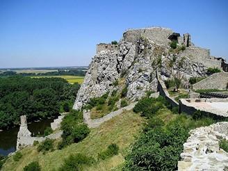 Devín - celkový pohled na horní hrad