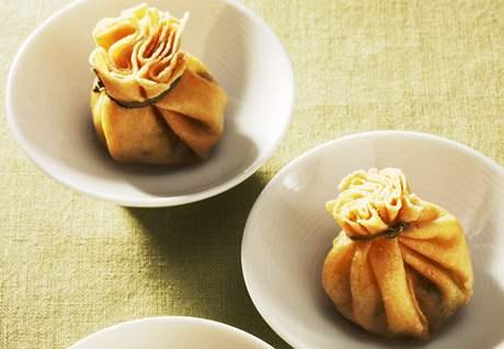 Japonci jedí oproti Čechům v menších miskách nebo talířích.