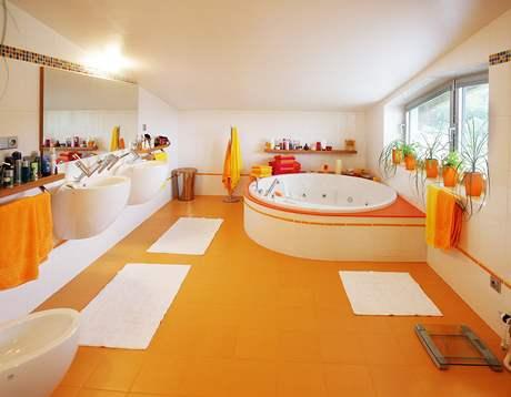 Koupelna ve veselých barvách patří rodičům