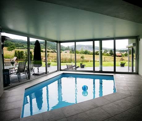 Bazén je vybavený protiproudem