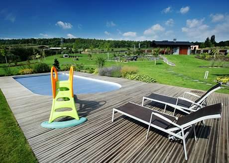 Vodu v bazénu ohřívá solární fólie