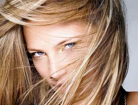 Praktické letní účesy pro různě dlouhé vlasy