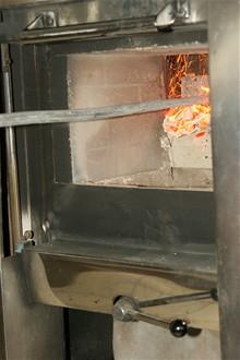 CB - Krematorium - vyhrabávání popela z pece 2