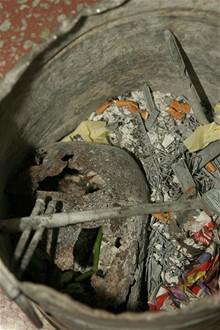 CB - Krematorium - kovové zbytky