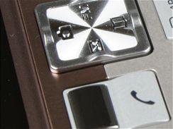 Recenze SE T280i detail