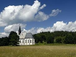 Kostel ve Svatém Tomáši a hrad Vítkův kámen