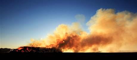 V Pohořelicích na Brněnsku hořel stoh, hasiči jej hlídali