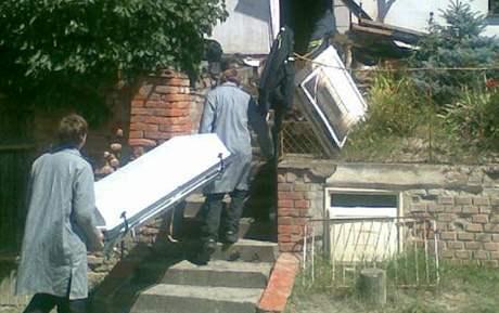 V domku ve Velkých Hostěrádkách zahynul mladý manželský pár